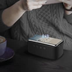 momax-q-zonic-wireless-charging